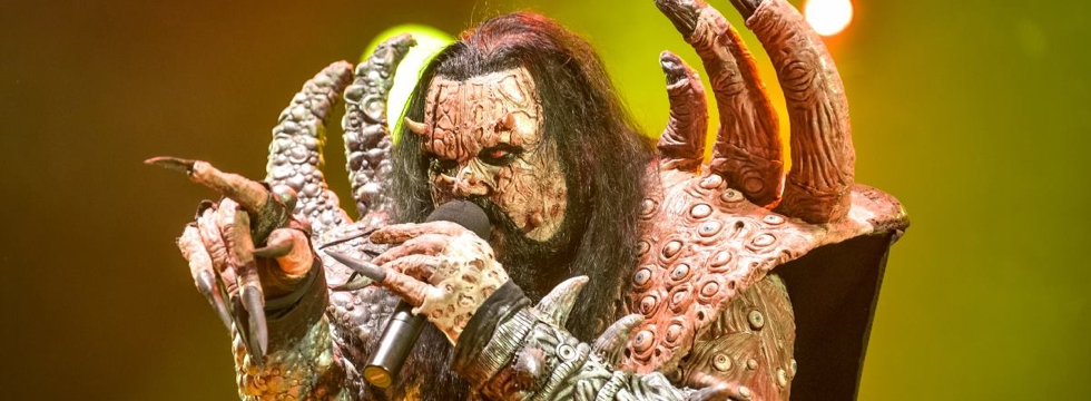« Today, on this tour, we have a band, Silver Dust, opening up for us. […] Those guys have a lot of show, they have their own concept. »<br/><div class='slider-source'>Mr.Lordi – Music Pub TV, Dornbirn (AUT)</div>